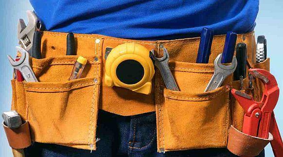 Handwerker-Werkzeug - ©ronstik / AdobeStock